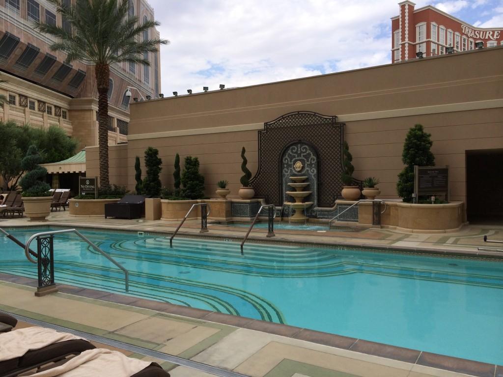 Palazzo Pool2