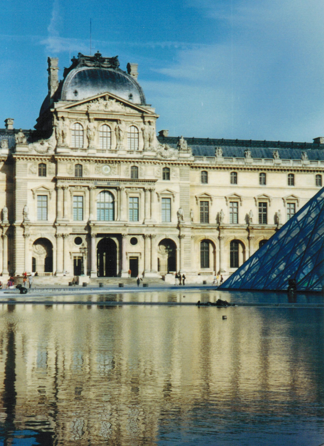 The Louvre 2001
