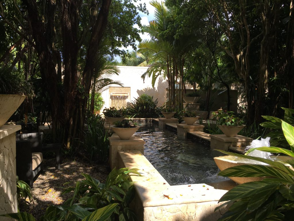 2016-st-regis-bahia-remede-coed-fountain-area